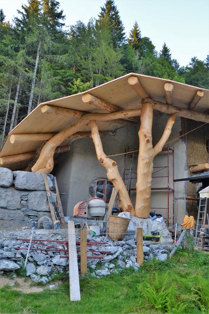 Hobbit Haus Bauen almhütte mit gründach salzburg strohnatur